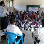 Del Glæden: Maalathy Tamilske Kulturcenter giver sko til fattige skolebørn i Alvai